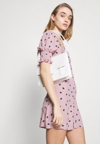 Glamorous - BUTTON FRONT MINI DRESSES WITH PUFF SLEEVES SMOCKED CUFFS - Skjortekjole - pink - 3