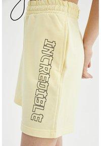 DeFacto - Shorts - ecru - 3