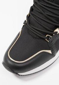 MICHAEL Michael Kors - LIV TRAINER - Sneakers laag - black/brown - 2
