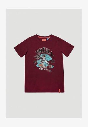 KING OF WAVES  - Print T-shirt - cabernet