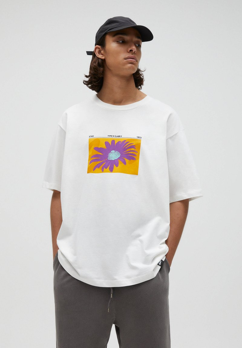 PULL&BEAR - T-shirt med print - white