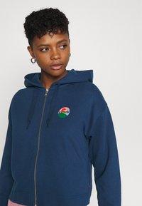 Levi's® - GRAPHIC ZIP SKATE HOODIE - Zip-up hoodie - dark blue - 3
