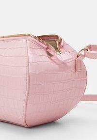 MAX&Co. - COCONUT - Across body bag - rosa - 4
