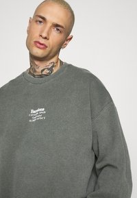 Topman - AIRES HERTIGAE - Sweater - khaki - 3