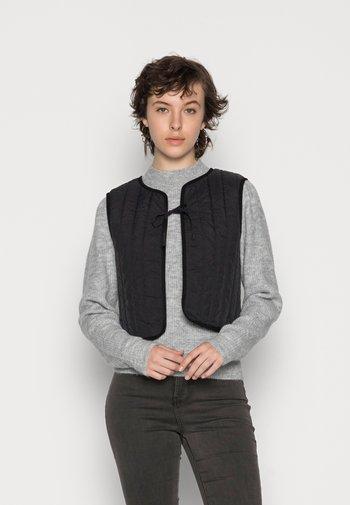PCFERNE SHORT QUILTED VEST - Waistcoat - black