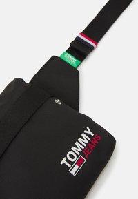 Tommy Jeans - CAMPUS BUMBAG UNISEX - Bæltetasker - black - 3