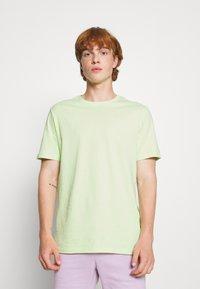 YOURTURN - 2 PACK UNISEX - T-shirt - bas - green/pink - 1
