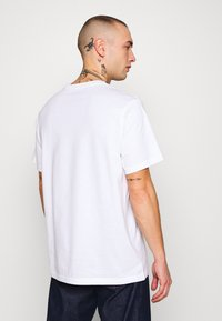 Levi's® - RELAXED GRAPHIC TEE - T-shirt con stampa - white - 2