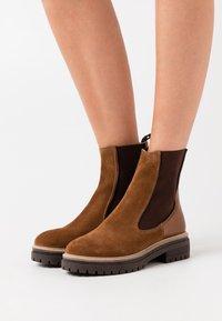 Copenhagen Shoes - FALL  - Stivaletti con plateau - cognac - 0