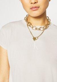 Calvin Klein Jeans - DRAPEY CAP SLEEVE  - Basic T-shirt - soft cream - 5