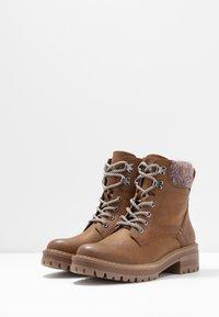 Anna Field - Kotníkové boty na platformě - cognac - 4