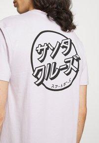 Santa Cruz - JAPANESE DOT EXCLUSIVE UNISEX - T-shirt imprimé - lavander - 4