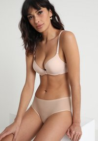 Chantelle - ABSOLUTE INVISIBLE - Push up -rintaliivit - beige doré