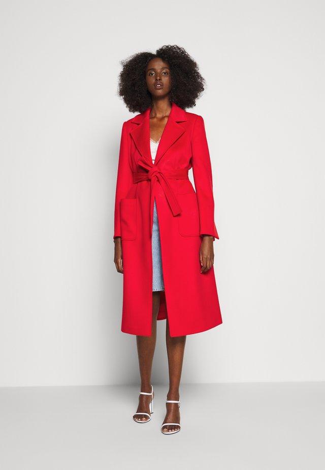 RUNAWAY - Zimní kabát - red