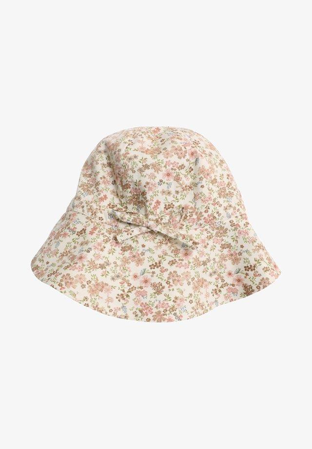 Hat - eggshell flowers