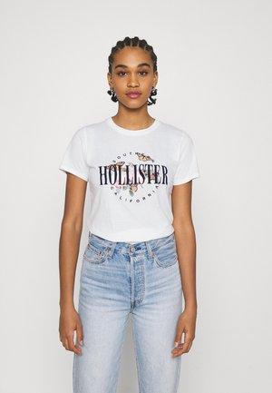 TECH CORE - Print T-shirt - white