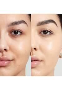 Nyx Professional Makeup - BORN TO GLOW NATURALLY RADIANT FOUNDATION - Foundation - 06.3 warm vanilla - 2