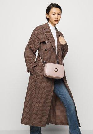 BRIANNA CROSSBODY BAG - Across body bag - rose
