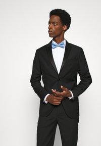 Jack & Jones - JACSANTANDER BOW TIE - Bow tie - cashmere blue/white - 0