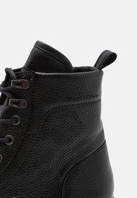 Marc O'Polo - LACE UP BOOT - Šněrovací kotníkové boty - black - 5