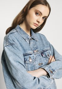 Levi's® - DAD TRUCKER - Giacca di jeans - old story - 4