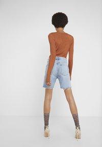Agolde - RUMI MID LENGTH - Denim shorts - renewal - 2