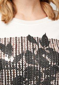 s.Oliver BLACK LABEL - MIT PAILLETTEN - Print T-shirt - off-white - 4