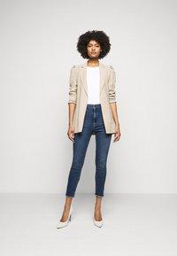 Frame Denim - ALI HIGH RISE TURN BACK HEM - Jeans Skinny Fit - van ness - 1