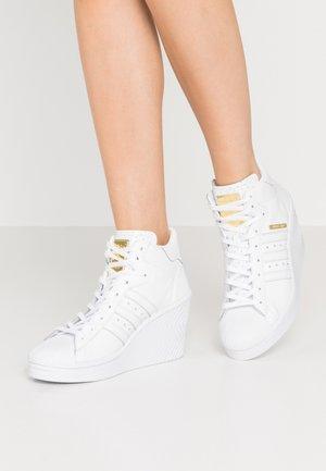 SUPERSTAR ELLURE  - Sneakers high - footwear white/gold metallic/core black