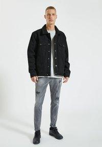 PULL&BEAR - Zúžené džíny - grey - 1