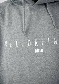 PLUSVIERNEUN - BERLIN - Hoodie - grey - 4