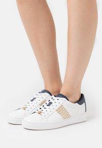 MICHAEL Michael Kors - COLBY  - Sneakersy niskie - navy - 0