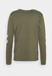 Hummel - LEGACY - Langærmede T-shirts - beetle - 1