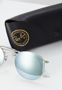 Ray-Ban - 0RB3447 ROUND METAL - Solbriller - light green/mirror silver-coloured - 3