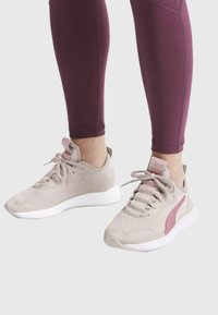 Puma - NRGY NEKO - Neutral running shoes - pastel parchment/bridal rose - 0