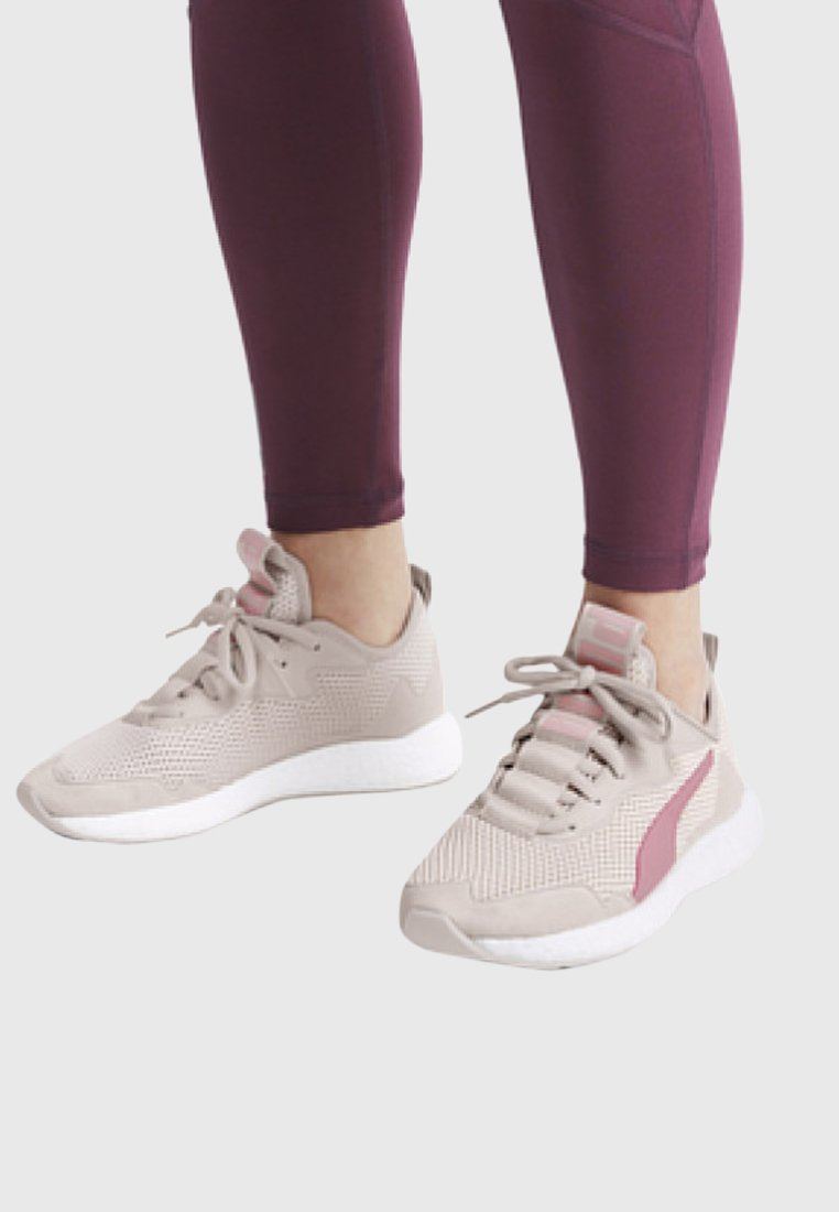 Puma - NRGY NEKO - Neutral running shoes - pastel parchment/bridal rose
