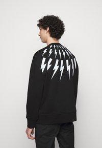 Neil Barrett - FAIR ISLE THUNDERBOLT - Sweatshirt - black/white - 2