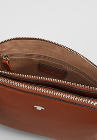 TOM TAILOR - ROMA - Across body bag - cognac - 4