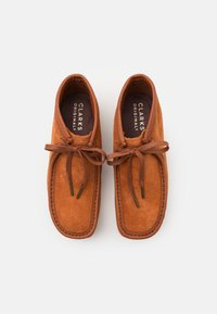 Clarks Originals - WALLABEE BOOT - Lace-up ankle boots - tan - 3