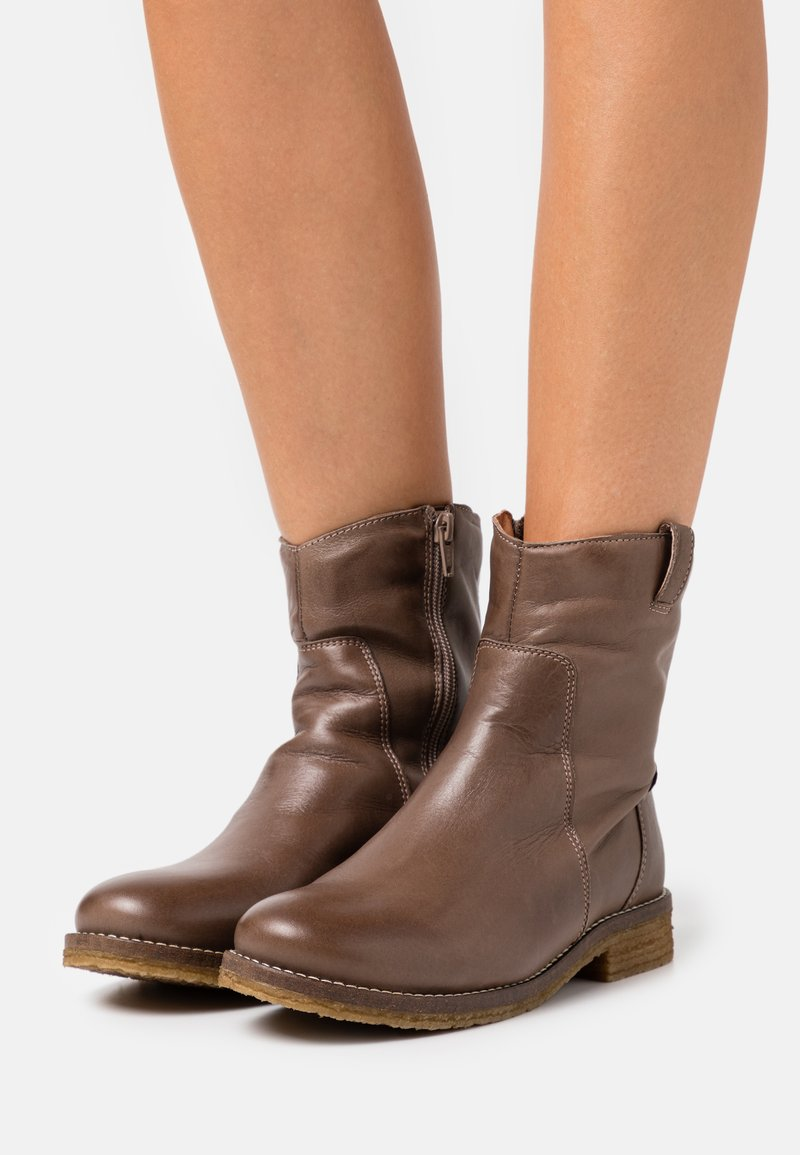 Bianco - Classic ankle boots - medium brown