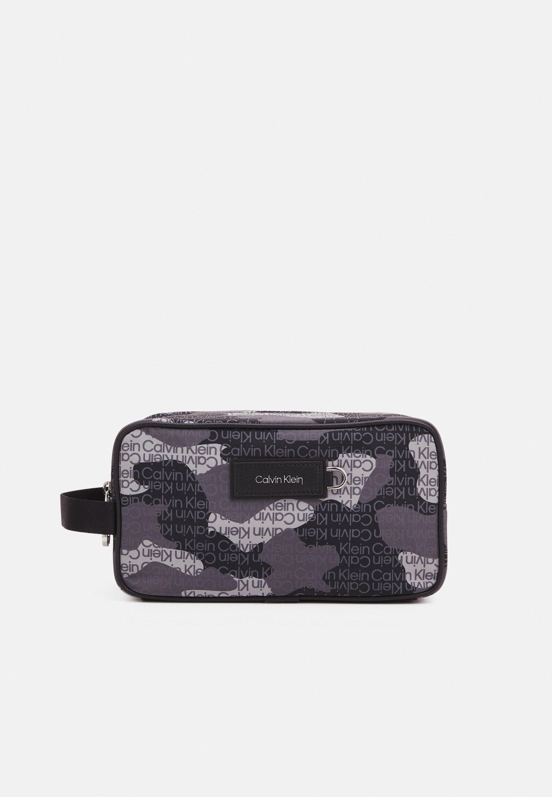 Women URBAN UTILITY WASHBAG CAMO UNISEX - Wash bag