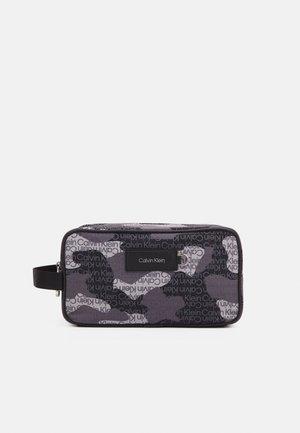 URBAN UTILITY WASHBAG CAMO UNISEX - Wash bag - black