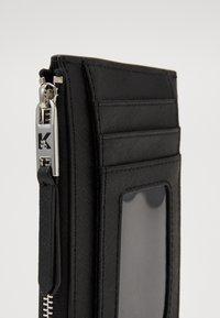 KARL LAGERFELD - IKONIK ZIP CARD HOLDER - Wallet - black - 4