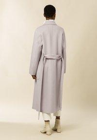 IVY & OAK - BELTED COAT - Klasický kabát - birch - 1