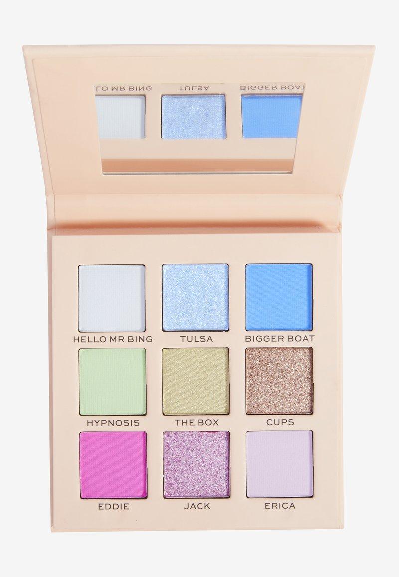 Makeup Revolution - REVOLUTION X FRIENDS CHANDLER EYESHADOW PALETTE - Eyeshadow palette - multi