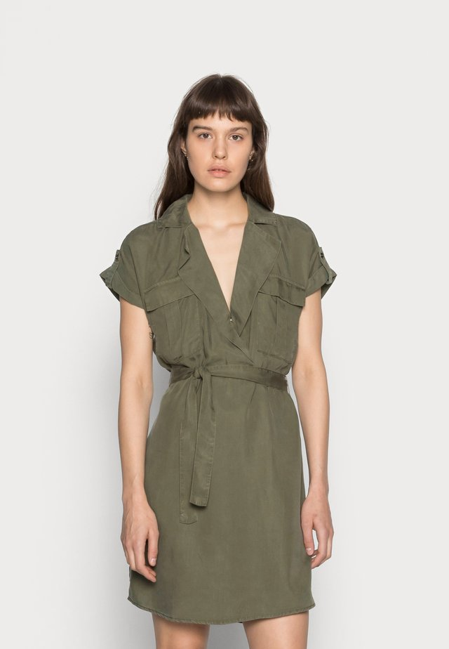 NMVERA ENDI DRESS - Vestido camisero - olive night