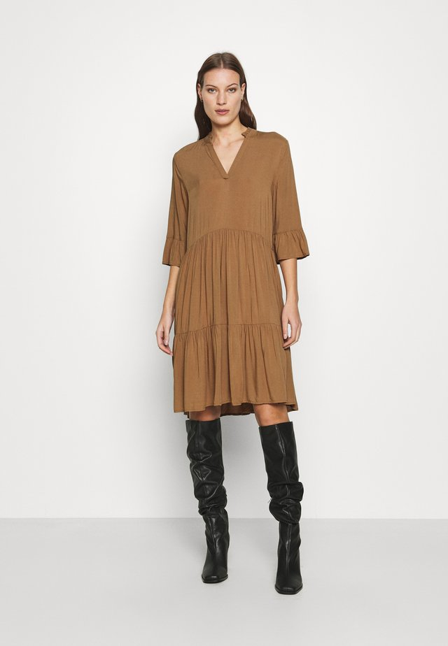 EDASZ SOLID DRESS - Day dress - toasted coconut