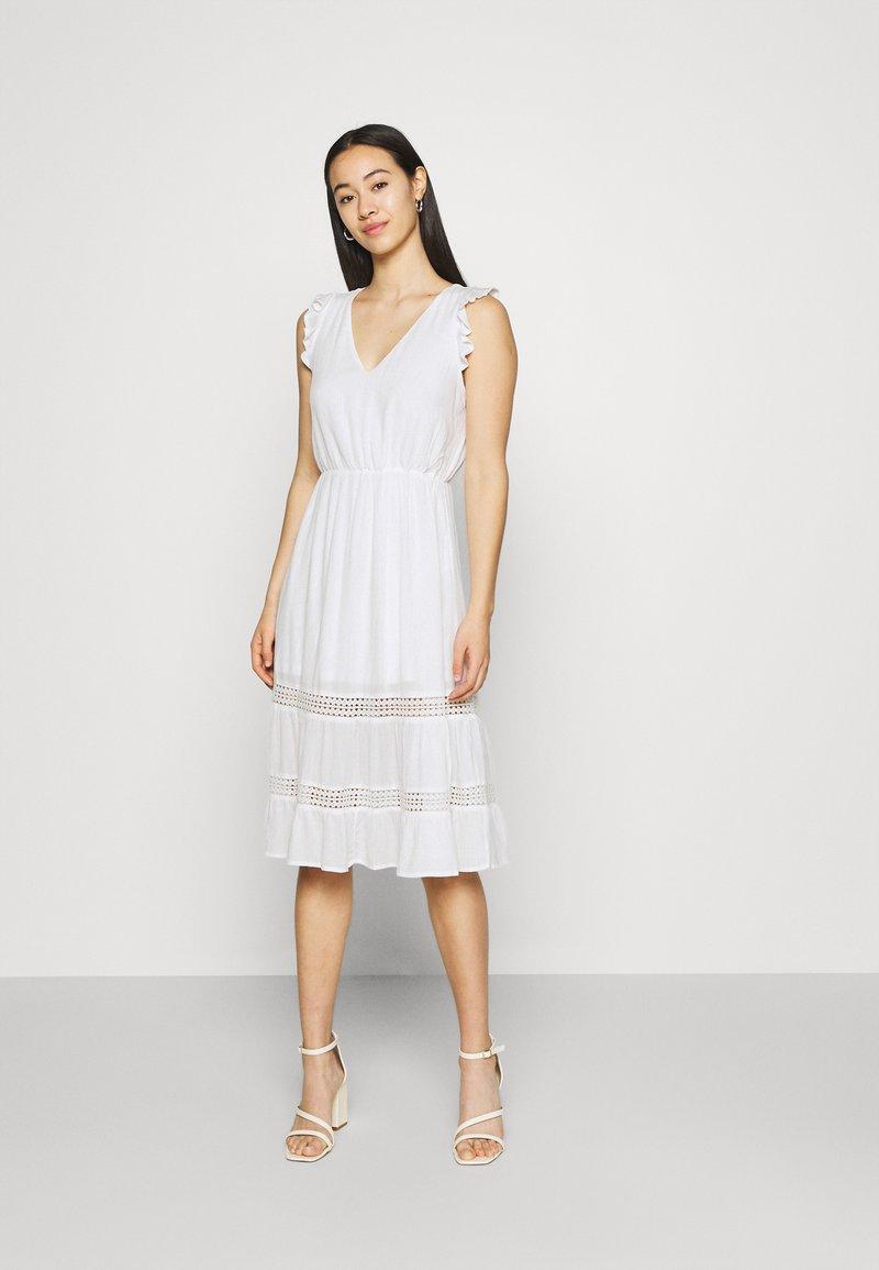 Vila - VIBASI FESITVAL DRESS - Day dress - snow white