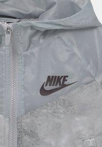 Nike Sportswear - Lehká bunda - smoke grey/coconut milk - 3