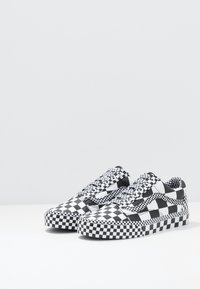 Vans - OLD SKOOL - Sneakersy niskie - black/true white - 2
